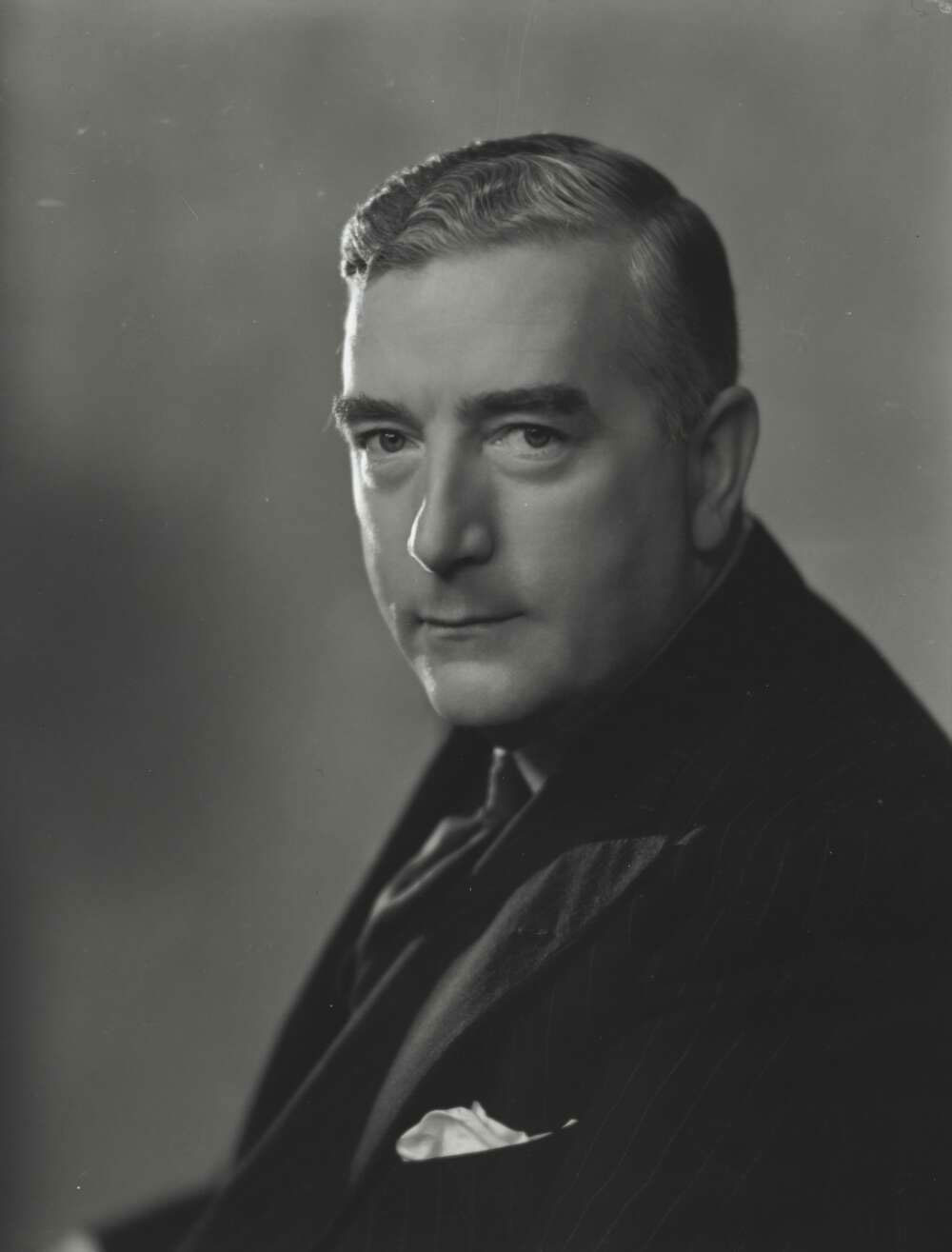 Monte Luke, Portrait of Robert Gordon Menzies, [193-?], National Library of Australia, nla.obj-136260982